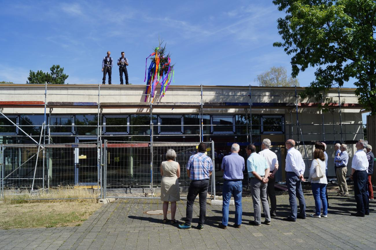 Workers from Barth Bedachungen GmbH held the topping out speech
