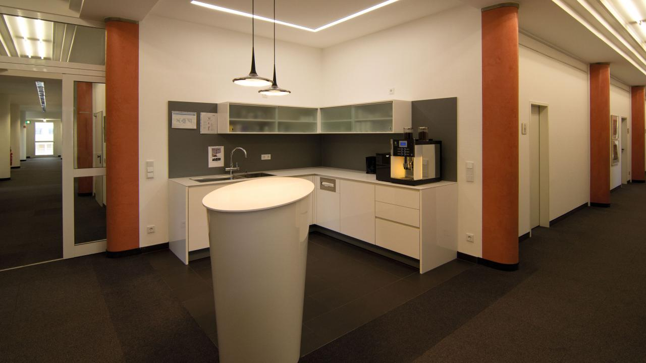 corner kitchen with oval free-standing counter